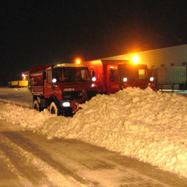 Schneeräumfahrzeuge bei Schneeräumung und Schneebeseitigung Thüringen und Hessen