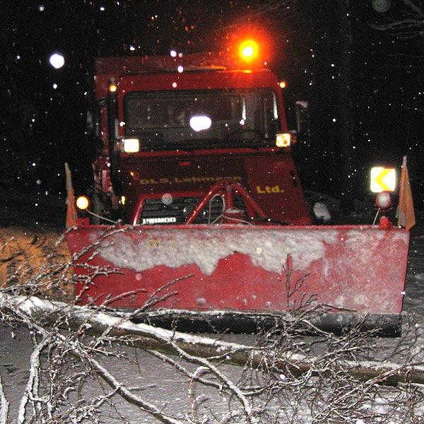 Schneepflug im Einsatz beim Winterdienst für ganz Thüringen und Hessen