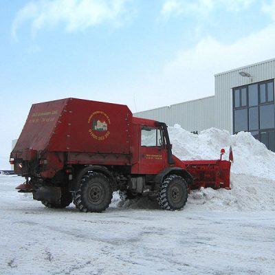 Schneeräumung und Schneebeseitigung mittels Schneepflug von DLS Lehmann